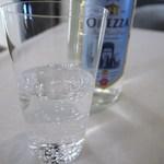 シンジコガ - ガス入りミネラルは緩やかなOREZZOでグラスはうす張り