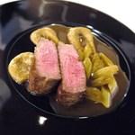 シンジコガ - 牛フィレ肉の赤ワインソースとフキ!茄子を漉したムースが添えられています