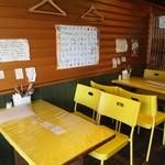 堀内チキンライス - テーブル席