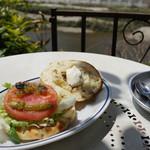 カフェ モーツァルト アトリエ - クリームチーズ&ベーコンのフォカッチャサンドイッチ