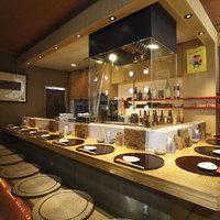 和モダンな空間で、特別なお食事時間をお過ごしいただけます。