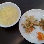 18570555 - \1500のランチに付いているスープと前菜皿