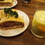 ニューアストリア - カツサンド野菜入 & ミックスジュース