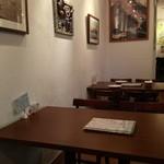 ベル・リーノ - こじんまりとした店内。雰囲気良し!
