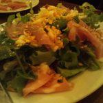 ピッツェリアバール ドォーロ - モルタデッラ、マッシュルーム、クレソンのサラダ800円