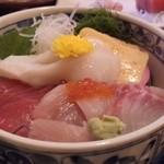 漁楽洞 - ちらし丼