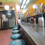 中華食堂一番館 - 縦に長い感じの店内です
