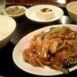 三彩居 - イカの沙茶ソース炒め定食