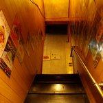 ハモニカ・クイナ - 2階へつづく階段