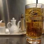 四季ボウ坊 - 四季ぼうぼう・テーブルスパイスとジョッキに入ったお茶