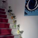 サンパチカフェ - かわいらしく飾った階段