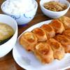 ホワイト餃子 - 料理写真:土・日・祝はランチ営業中!餃子10コセットは750円でライス・コンソメ卵スープ・もやしor白菜キムチorキャベツキムチ付きでボリューム満点!