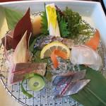 潮騒の宿 晴海 - お造り: 関鯵、関鯖、かんぱち、鯛