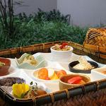 伍六 - おまかせ前菜いろいろ9種類の取り合わせ