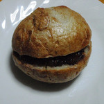 18723821 - 赤ワイン煮のフィグとクリームチーズのサンド