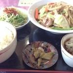 夜来香 - 肉野菜定食900円