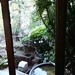 あつた蓬莱軒 - 中から見た庭園