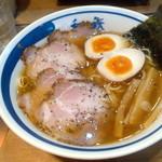 18737147 - チャーシューの上にかかっている黒胡椒が味を引き締めていますね... 和鉄中華そば(¥ 800)2013.04.19 Lunch