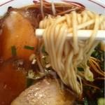 第二スター - 中華そば(麺持ち上げ)