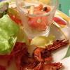 ルイジアナママ - 料理写真:サラダバーからエビのスパイシーフライ、サーモンのマリネ