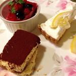ルイジアナママ - デザート(ラズベリームース、レモンケーキ、ティラミス)