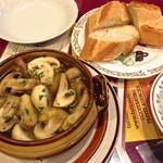 カサ・ベリヤ - マッシュルームのオリーブ油焼き(¥840)パンを残った油につけて食すとまたsabroso!!スプーンでオリーブオイルを頂くとまた美味です!2 de mayo de 2013