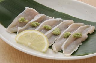 鳥料理 有明 - コース一例 軍鶏のお刺身 薫り高い本山葵を添えました