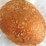 ぶどうの森 - 自家製牛肉ゴロゴロカレーパン¥180