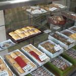 笹屋菓子輔 - 店内に並ぶお菓子たち❤