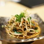 釜あげうどん はつとみ - 椎茸とモヤシの炒め
