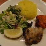 ガンジス - サフランライス、サラダ、炭焼き料理 ※Cセット