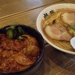 ら~めん山家 - ランチセットA(塩で);レギュラーラーメンとミニ豚丼:トンコツ系(セットB)は百円増 @2013/05/06