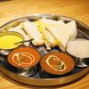 ビニタ - 料理写真:セットのシュリンプカリー、マトンカレー、チーズナンなど