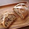 tane - 料理写真:野ぶどうとクルミのパン(320円/半分)
