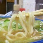 のぼる屋 - 独特のうどんのような食感の麺。