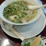 Ha Lang Son - フォーガー:鶏肉と野菜のスープ米うどん