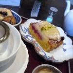 18851019 - 洋梨のタルトと焼菓子がついてきました