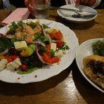 F*GICCO by F.gohan - 出来立てホヤホヤの自家製ピロシキ。クロアチアサラダ。めちゃ美味!