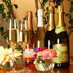 クラゲストア - 大人の飲み放題、スパークリングのフリーフローがお楽しみ頂けます! 全6種。あまりお酒が飲めない方もちょっとずついろんな種類を♪ お一人様¥2500(税抜)※2h