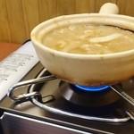 天下一品 - 土鍋つけ麺 はじめにコンロで熱します