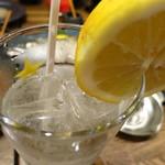 美味物問屋 うれしたのし屋 - 生レモンサワー380円