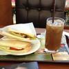 カフェ・ド・クリエ  - 料理写真:パストラミビーフのサンドとアイスコーヒー