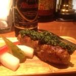 バル アグラード - 豚肉とラムのスパイシーつくね アルハンブラの黒ビールで