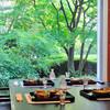 日本料理 四季 - 内観写真:日本庭園を眺めながらのひととき