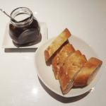 アクイラ・ウォランス - パンと自家製ピカンテ・オイル