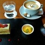 18980083 - ライブラリーラウンジのケーキセット 1000円(税込) 5種類のケーキから選択