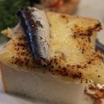 18982245 - オイルサーディンのチーズトースト