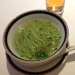 銀座アスター - ひすい色のスープ麺