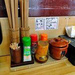 きどりらーめん - 卓上に常備された調味料類(2013年5月)