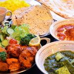 タージ ベンガル - タージベンガルセット(2人前) パパド、チキンティッカ、シークカバブ、サラダ、お好きなカレー2種、ナン、ライス、ドリンク